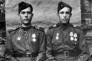 Петр Еремеев (слева)