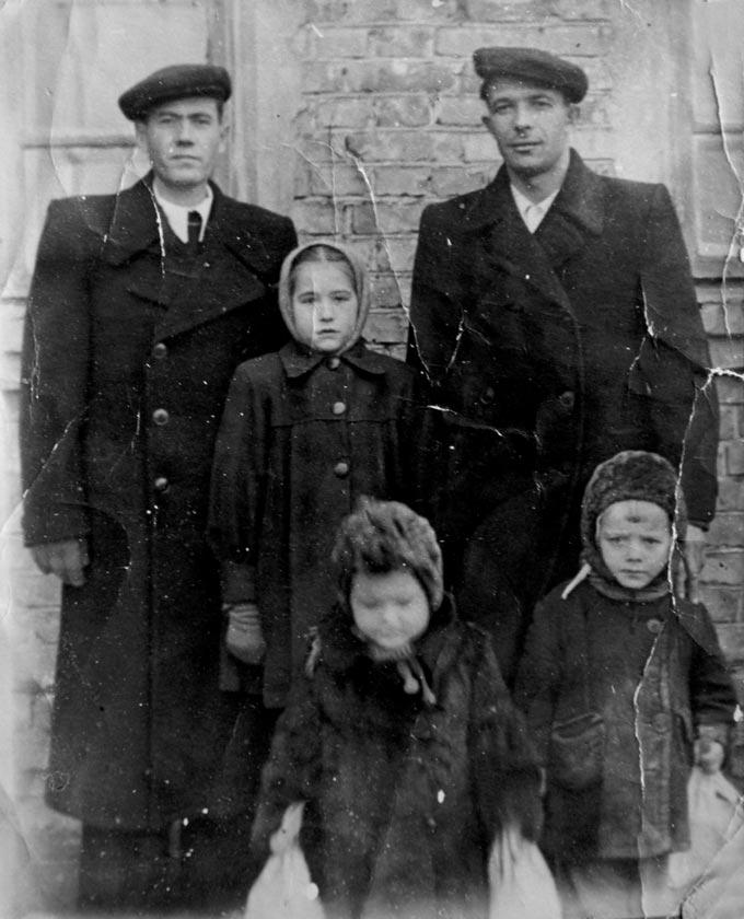 Петр Еремеев  со своими детьми