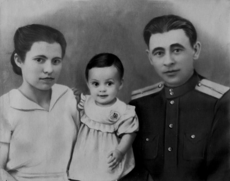 С женой Шакурой и дочерью Раей