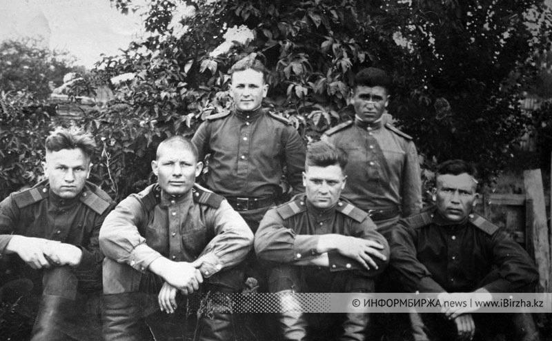 г. Магдебург. Германия. 1948 г. Д. Волченко вверху слева