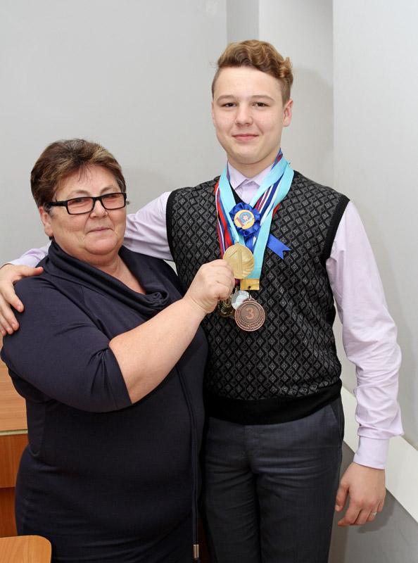 Юлия Борисовна гордится наградами сына