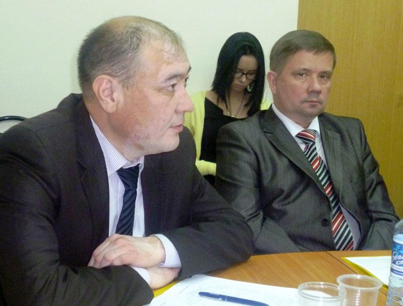 Турар Шайхиев (слева)