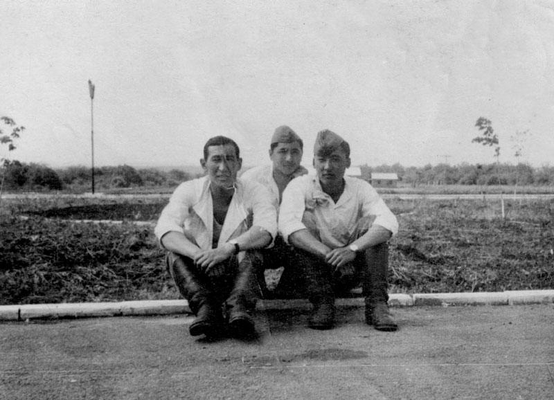 1970 г. Майкопский учебный центр. Учебные сборы. Слева направо: Д. Утешкалиев, Х. Габдеев, М. Адиетов