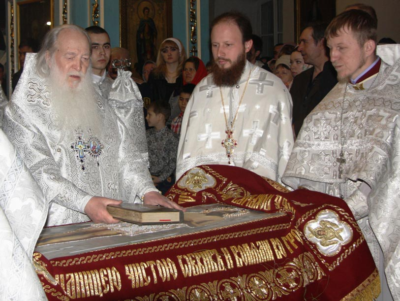 Владыка Антоний продолжил праздничную литургию