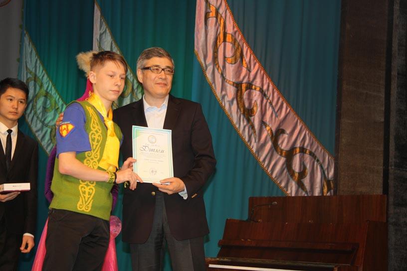 Тимур Дуйсенгалиев поздравил ребят