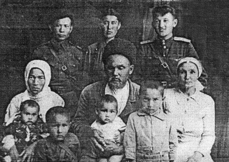 Во время побывки домой в годы войны