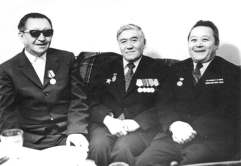 Ж. Жумаханов, М. Днишев, О. Канахин – журналисты-участники ВОВ, 1995 г.