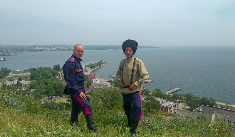 Керчь. А.В. Пышкин и А.Ю. Скрипников (справа)
