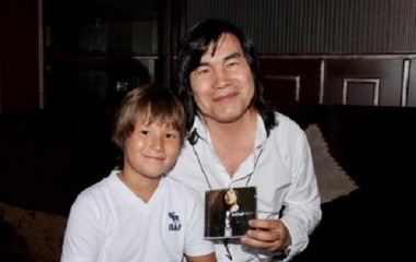 Батырхан Шукенов с сыном