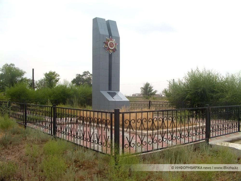 Братская могила 196-й Краснознамённой Гатчинской стрелковой дивизии, п. Сайхин, 1942 г.
