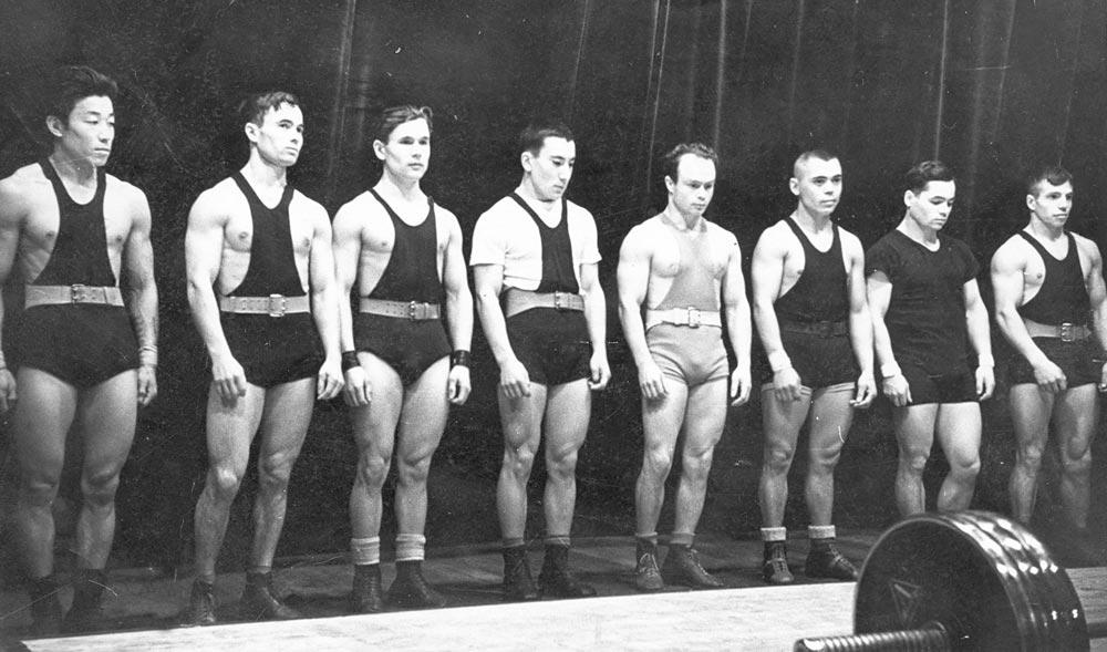 Сборная команда Казахстана – 60-е годы XX века. С. Ульянов – четвертый справа