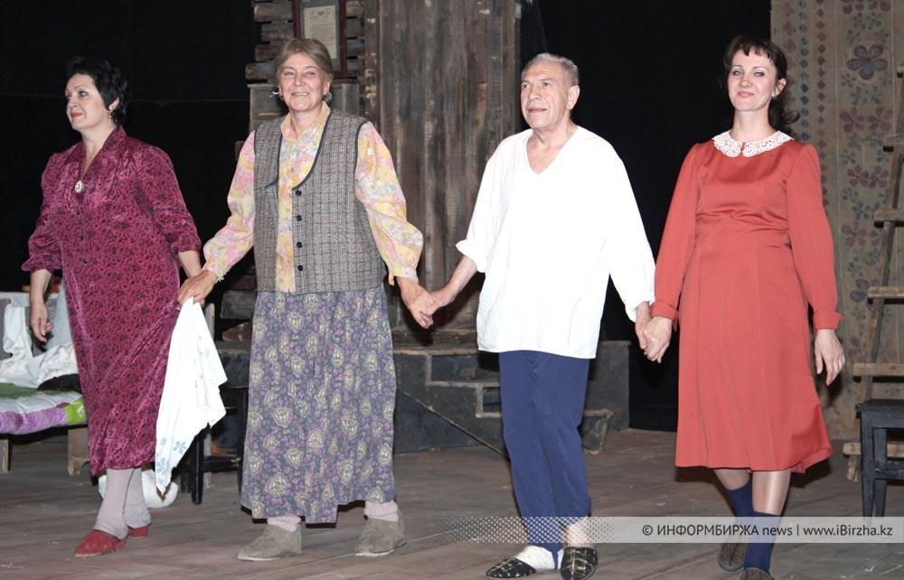 В. Толоконников на сцене уральского театра