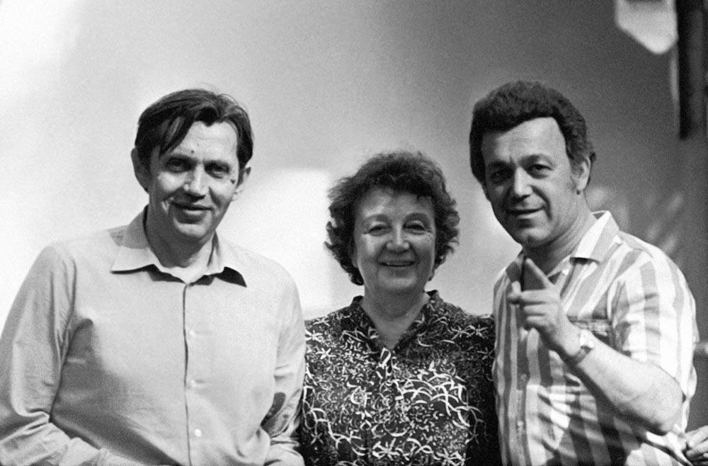 Роберт Рождественский, его мама Вера Павловна Рождественская и Иосиф Кобзон