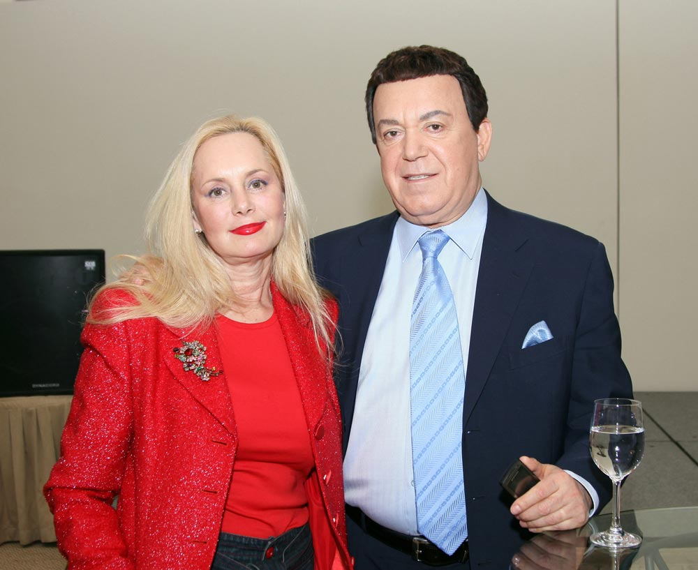 С женой Нелей