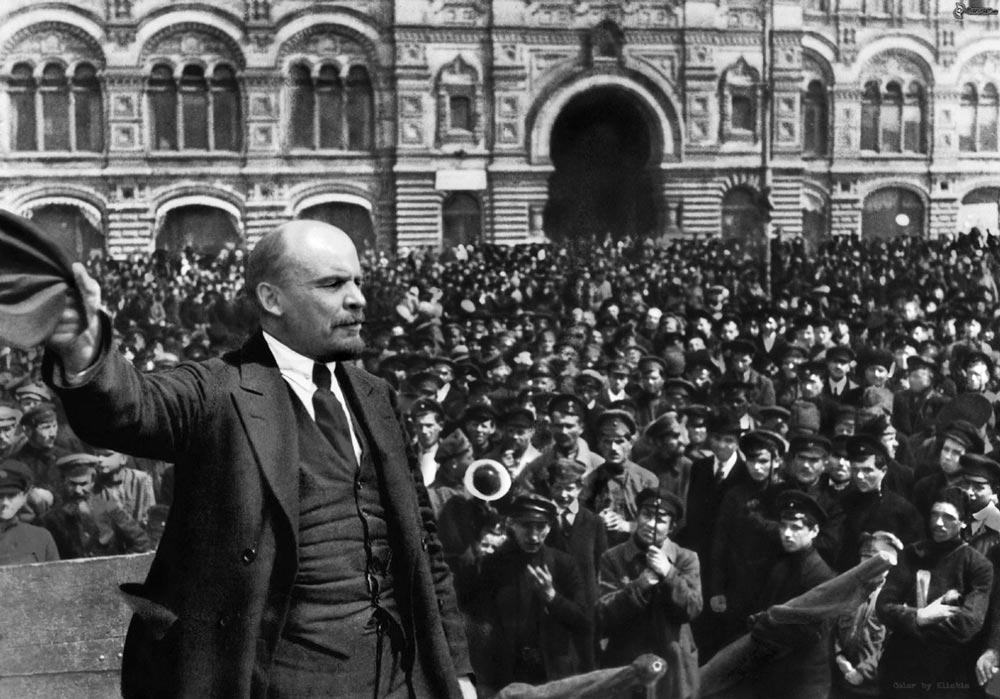 В.И. Ленин на броневике
