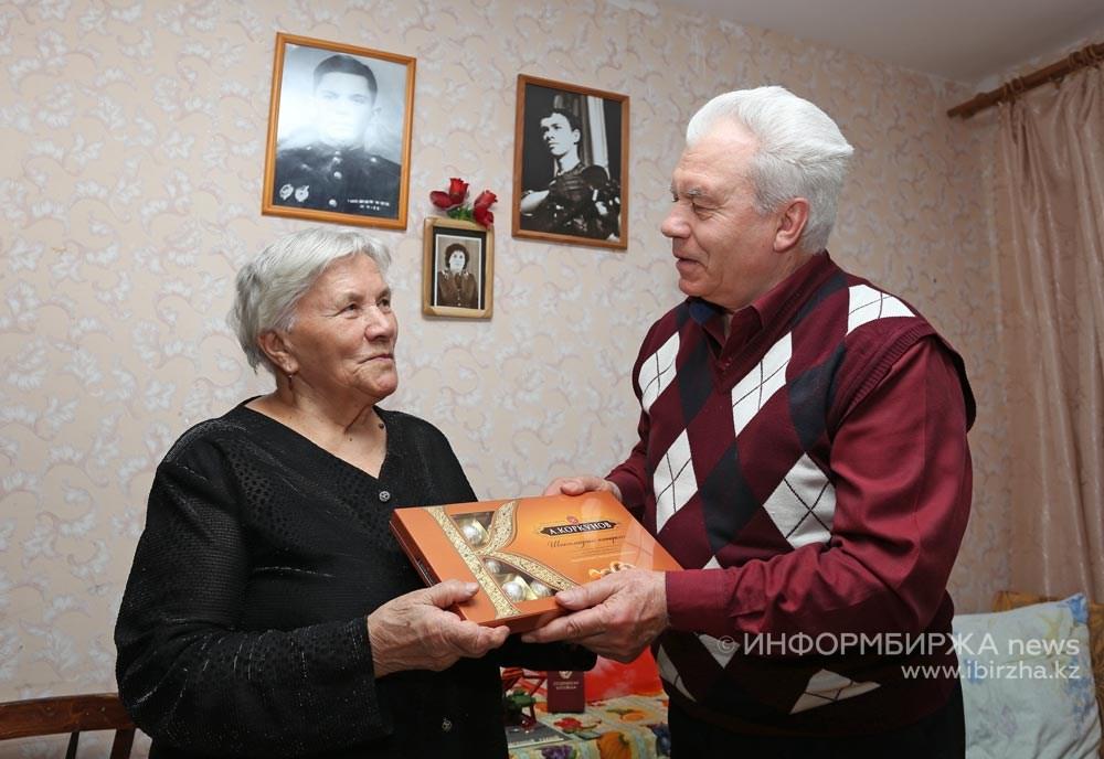 А.В. Боровский в одно из посещений солдатской матери