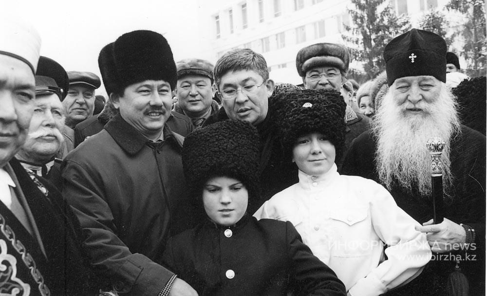 Космонавт Талгат Мусабаев в Уральске, 2001 год