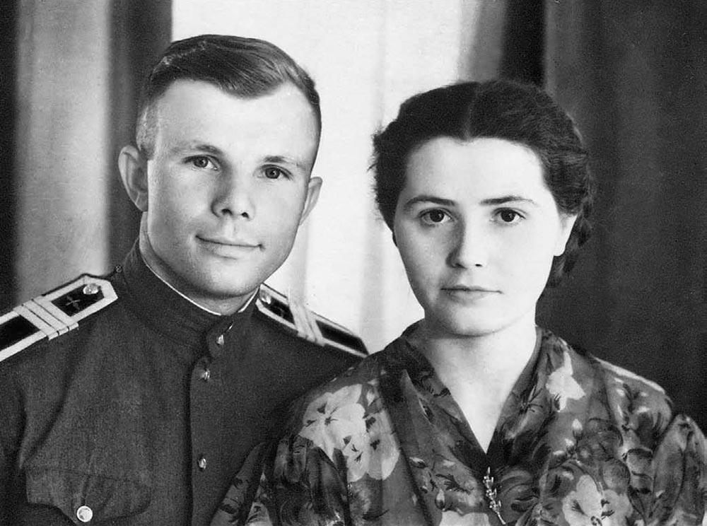 Ю. Гагарин с супругой