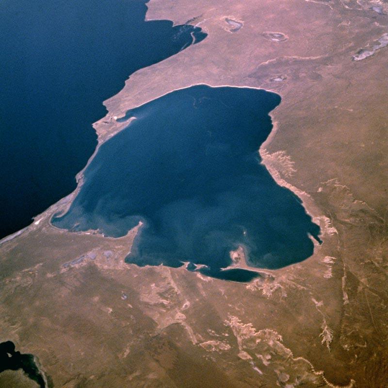 Залив Кара-Богаз из космоса