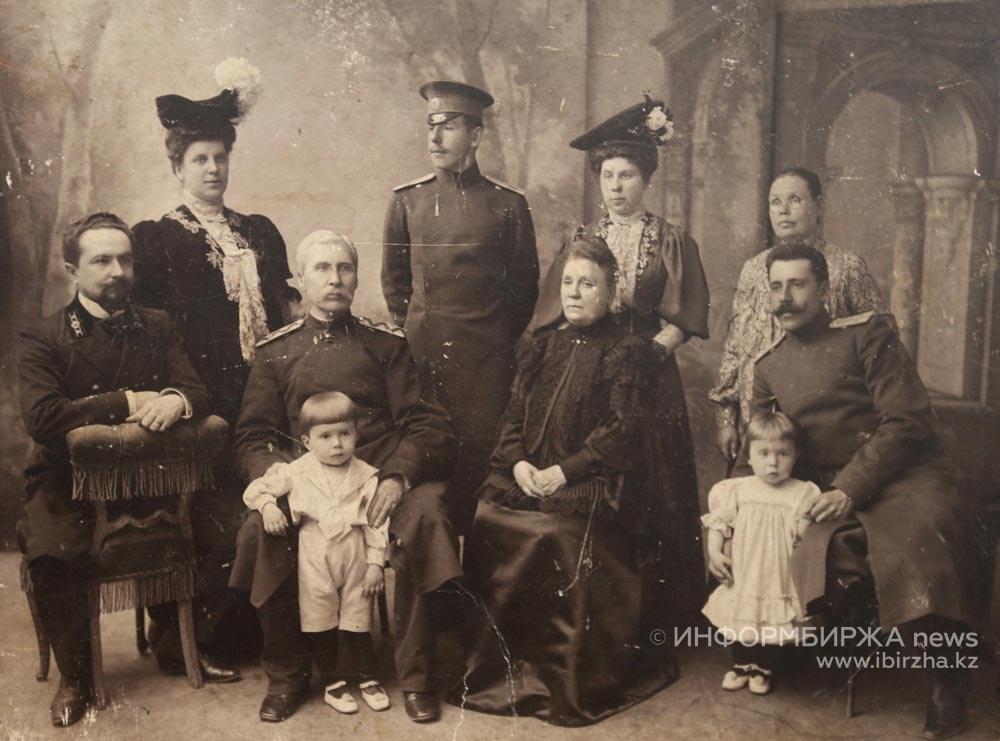 Семья Аничкиных