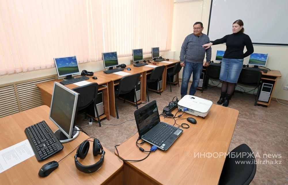 Директор ЦДПО «Энергетик» Ф.М. Гориванов и Н. Фадина