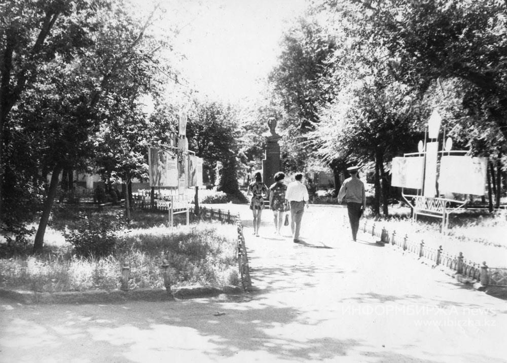 Фурмановский сад. 1980 г.