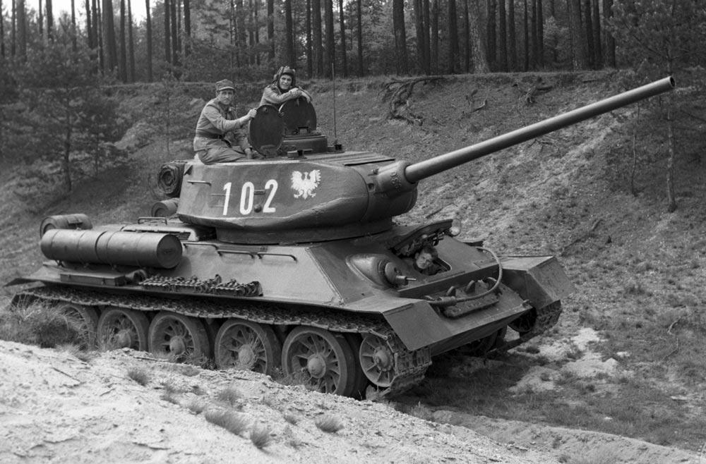 Кадр из фильма «Четыре танкиста и собака»