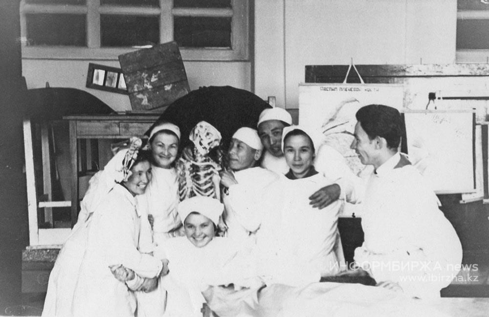Годы учебы в Алма-Атинском медицинском институте