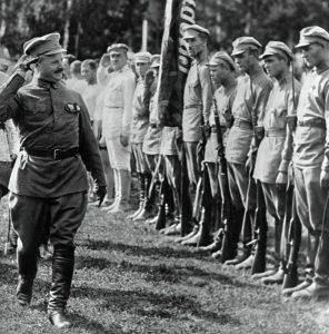 Фрунзе обходит войска