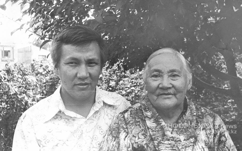 Бекет Днишев с мамой