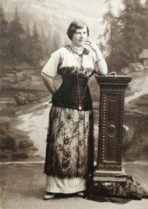 Уральская барышня. Начало XX века