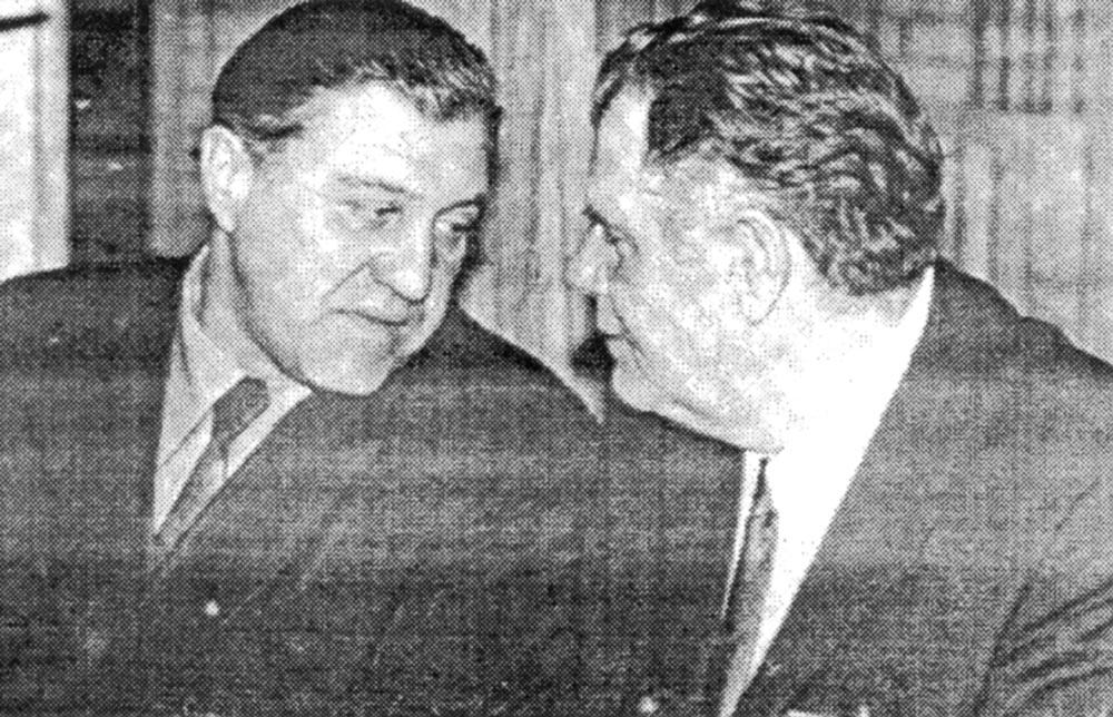 А. Синиченко беседует со своим преемником Н. Выровщиковым