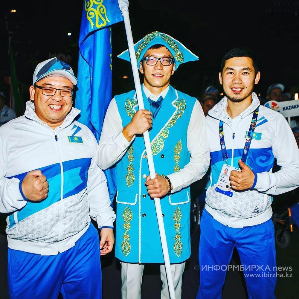Ануар Ахметов (в центре) и Айдын Анапин (справа)