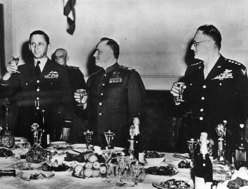 Банкет в честь Победы 9 мая 1945 года