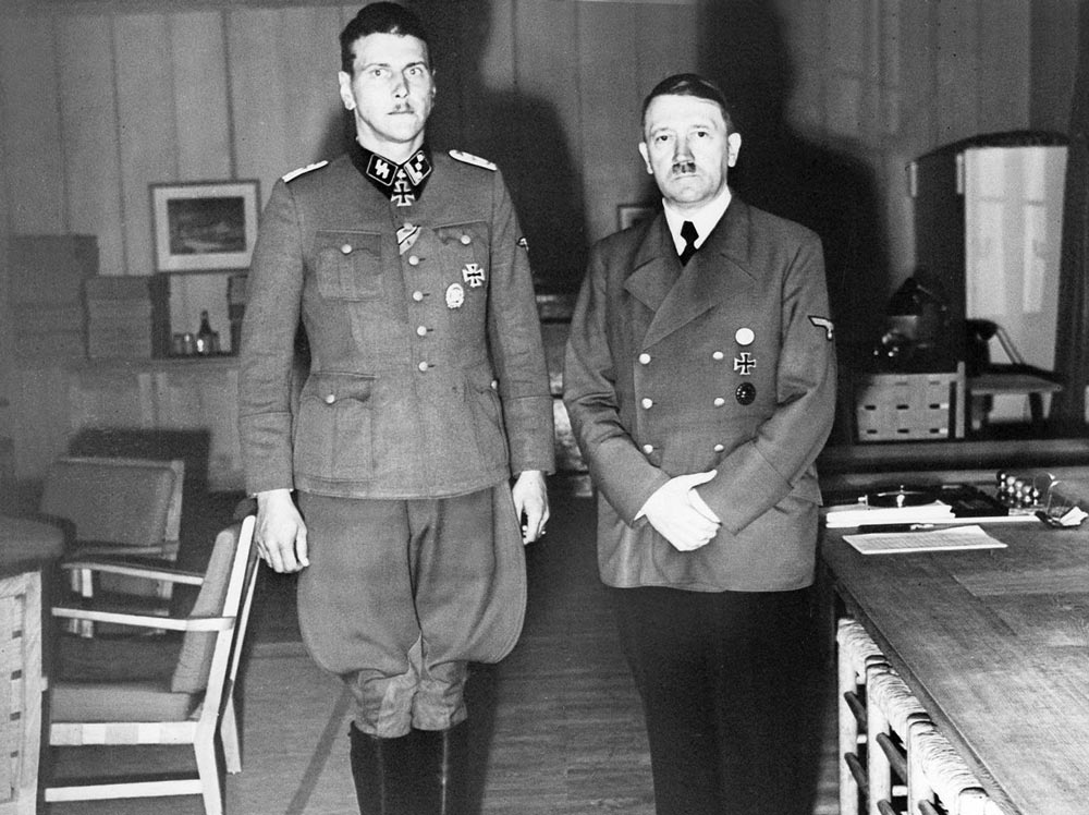 О. Скорцени с Гитлером