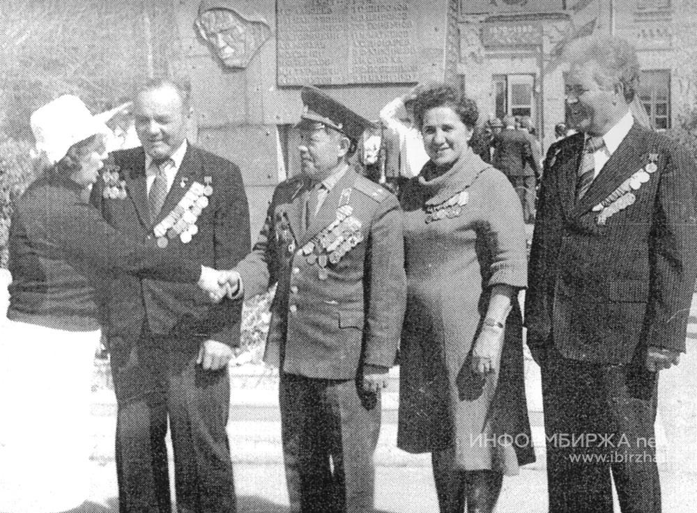 Чествование участников Великой Отечественной войны на площади около завода СМО