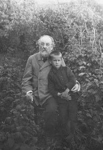 Циолковский с внуком Володей Киселёвым