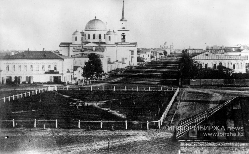 Вид с Туркестанской площади. 80-е гг. XIX в.