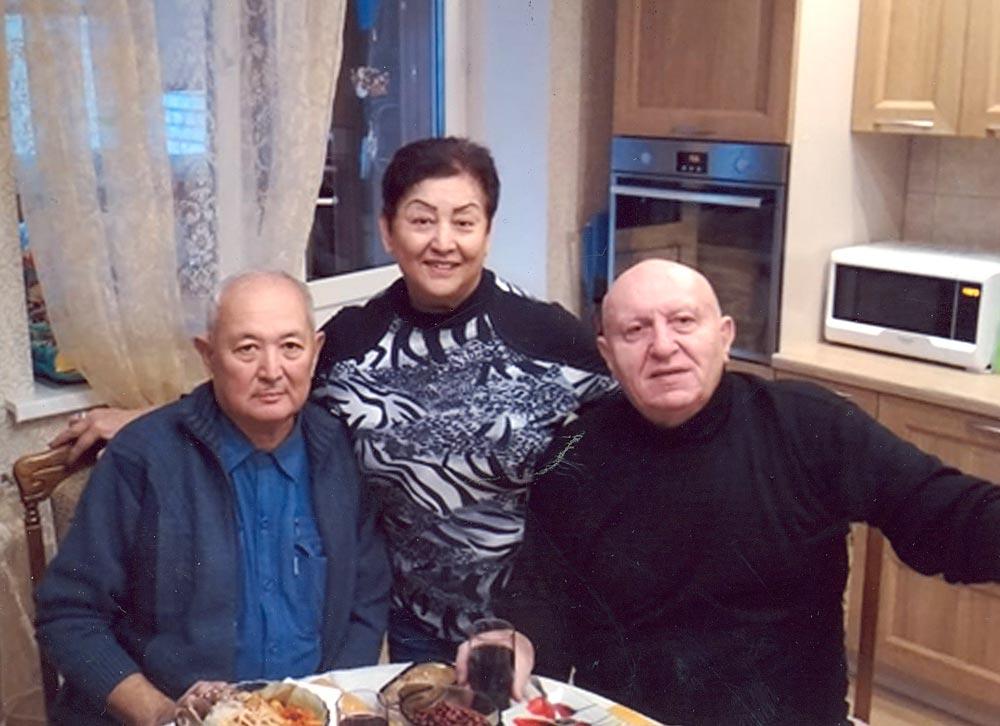 Б. Траисов с Киянским и его супругой