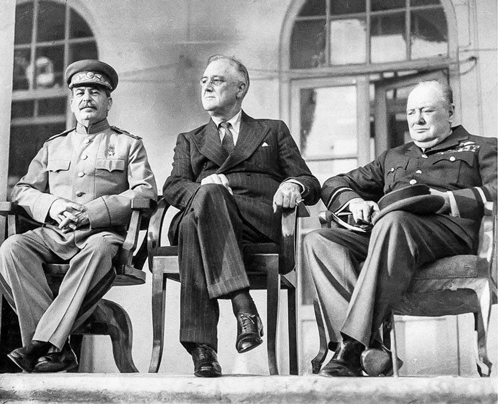 Сталин, Рузвельт и Черчилль на Тегеранской конференции 1943 г.