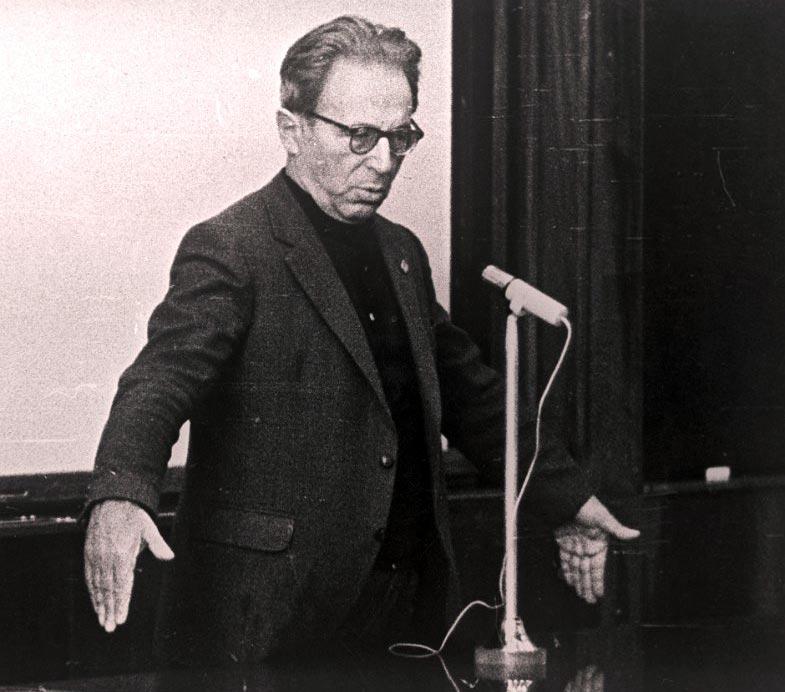 Профессор Иосиф Шкловский