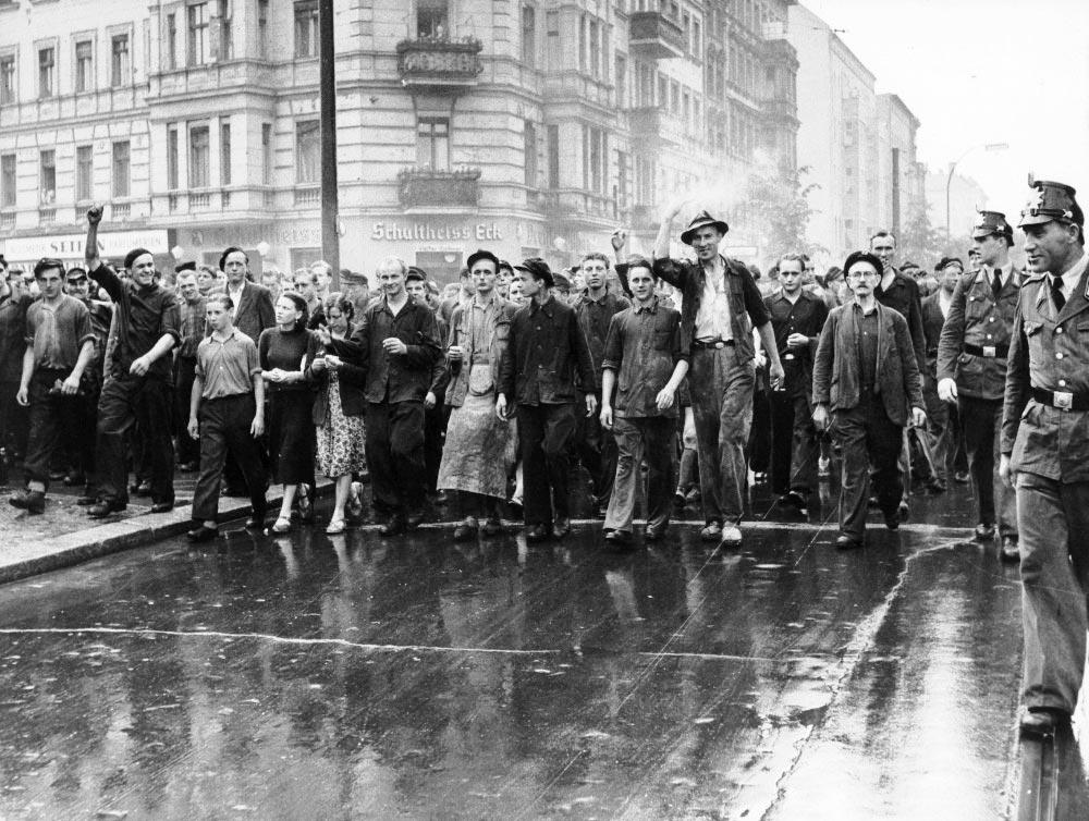 Демонстрация протеста против милитаризации ФРГ и возрождения фашизма. Бонн. 1953 год