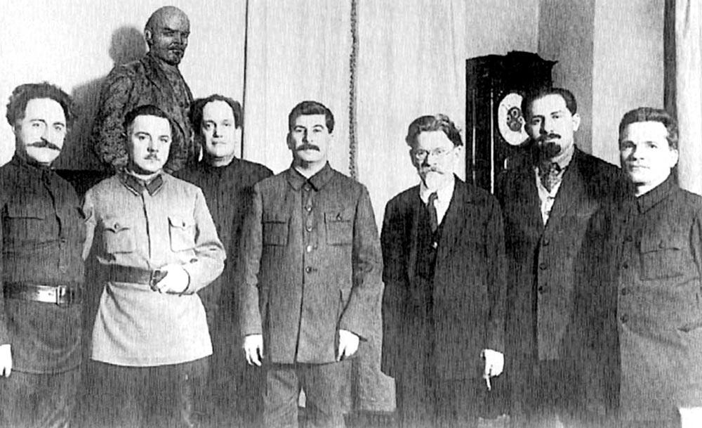 Г. Орджоникидзе, К. Ворошилов, В. Куйбышев, И. Сталин, М. Калинин в Кремле в 1929 году