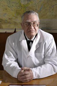 Академик В. Казначеев